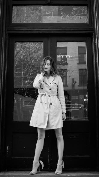 styling my life blogger trench coat peep toe heels classy