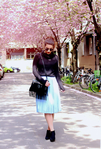 samieze blogger shoes skirt sweater bag