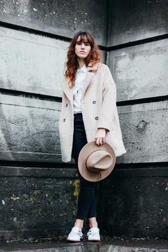 jeans the mop top blogger hat winter outfits winter coat white shirt white shoes