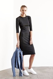le fashion,blogger,black dress,long sleeve dress,long dress,denim jacket,white sneakers