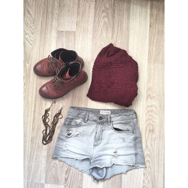 shorts shoes necklae sweater