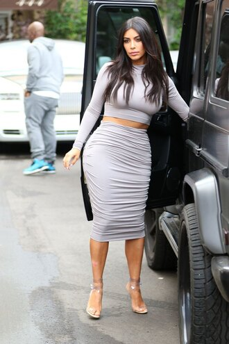 top all grey outfit all grey everything pencil skirt skirt grey skirt crop tops grey crop top long sleeve crop top kardashians kim kardashian celebrity style sandals high heel sandals nude sandals