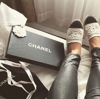 chanel slippers shoes chanel black white summer casual wear chanel shoes black and white shoes outfit formal event outfit jeans leather pants bag designer classy girly wishlist ballet flats flats shoes canvas shoes loafers beige shoes sassy chanel inspired flats two colour