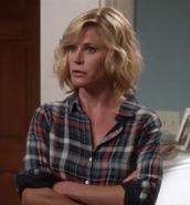 shirt,julie bowen,claire dunphy,modern family