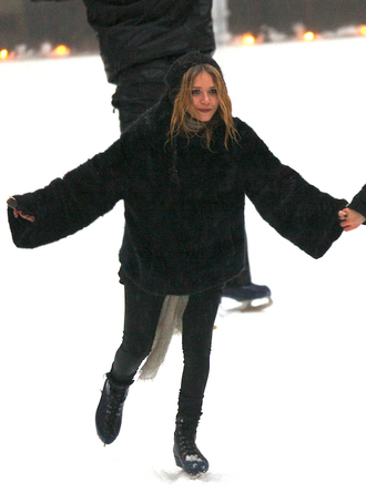 blogger scarf jacket olsen sisters celebrity style