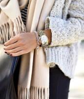 scarf,molleton,doux,watch,or,doré,gris,echarpe,marron,burgundy,beige,frange,gilet,cardigan,winter outfits,winter cardigan,coton,cotton,jewels,bracelets,montre,gold,grey