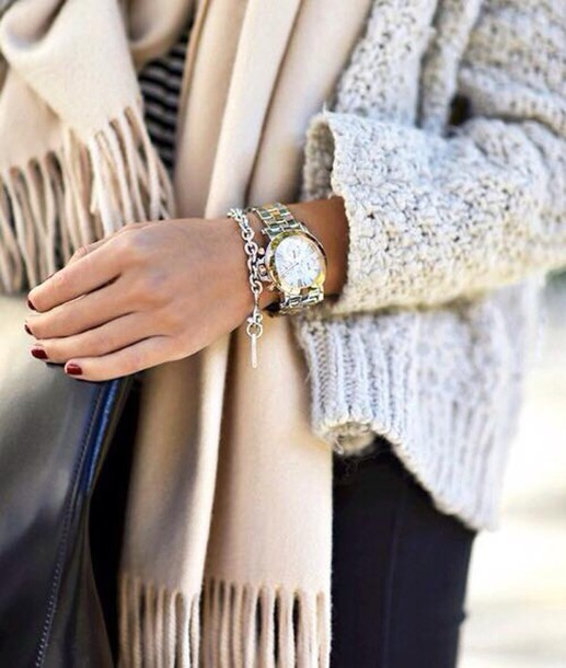 scarf molleton doux watch or doré gris echarpe marron burgundy beige frange gilet cardigan winter outfits winter cardigan coton cotton jewels bracelets montre watch gold grey