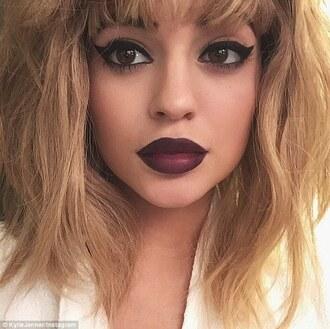 make-up lipstick eye shadow wig