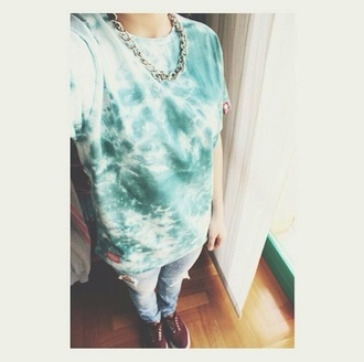 jewels shoes t-shirt necklace acid green t-shirt jeans vans