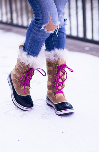 shoes tumblr boots brown boots winter boots winter outfits denim jeans ripped jeans blue jeans