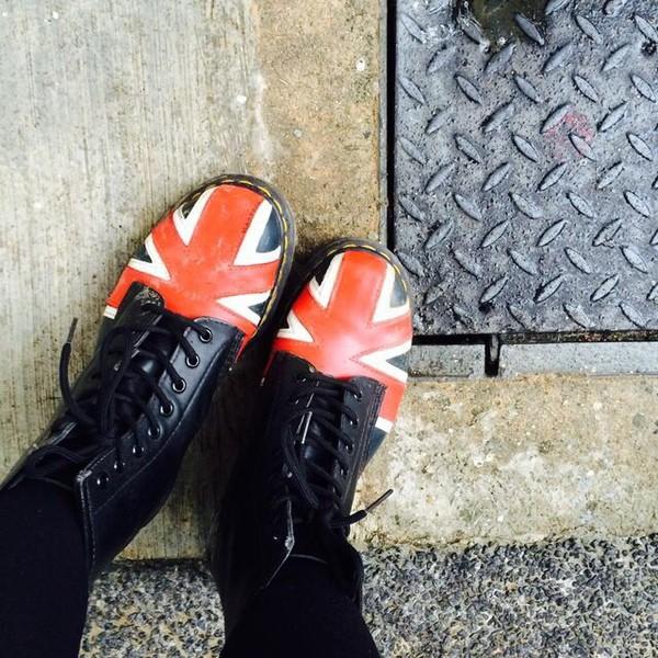 shoes DrMartens DrMartens union jack combat boots boots