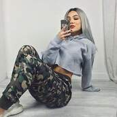 bag,jeans,shoes,shirt,t shirt print,sweater,hoodie,pants,camouflage,gray hoodie,cropped hoodie,drawstring pants,drawstring,camo pants,cropped sweater,grey sweater,top