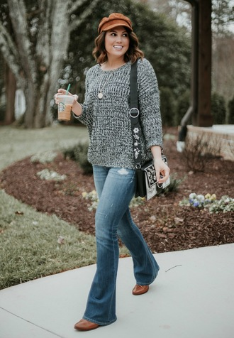 life & messy hair blogger jeans sweater hat shoes jewels bag