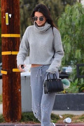 kendall jenner,grey,grey sweater,sunglasses,model,model off-duty,sunnies,glasses,Accessory,keeping up with the kardashians