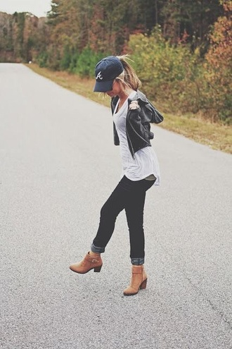 shoes brown heel ankle boots bootlets fall outfits spring comfy casual relaxed everyday baseball cap black denim black jeans white top white shirt white v neck leather jacket black leather jacket heeled ankle boots