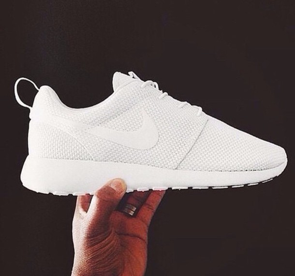 nike running shoes roshe runs white sneakers