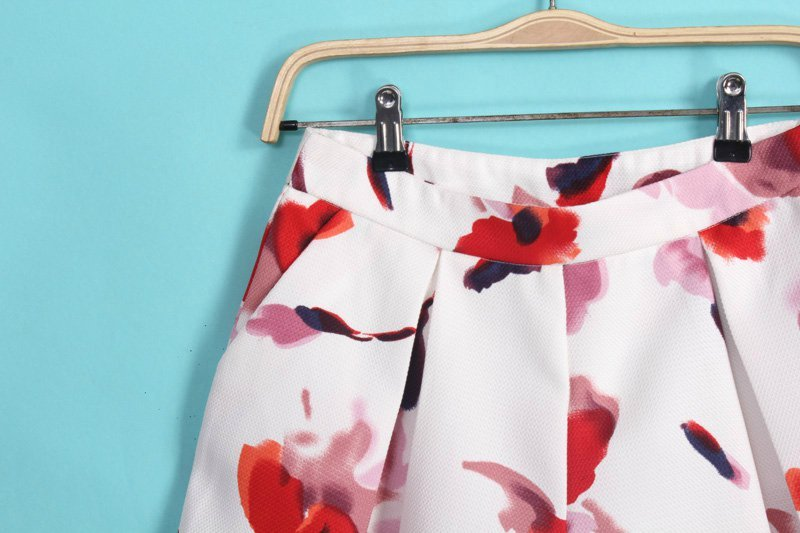 White Floral Pleated Loose Shorts - Sheinside.com