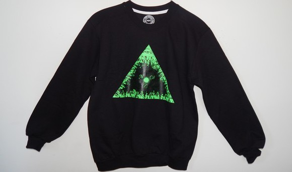 crewneck shirt triangle pyramid fire