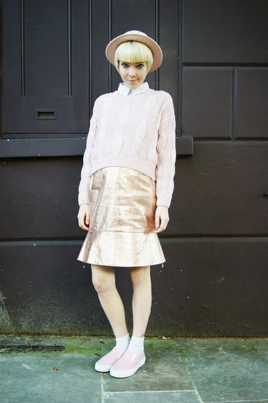 blogger hat stella's wardrobe baby pink vans gold skirt metallic