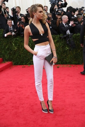 pants black top black crop top crop tops black bralet white trousers white pants tailoring tailored trousers clutch bag heels shoes necklace black clutch cara delevingne bralette bra bralet top corset bra black bralette tank top top white high waisted