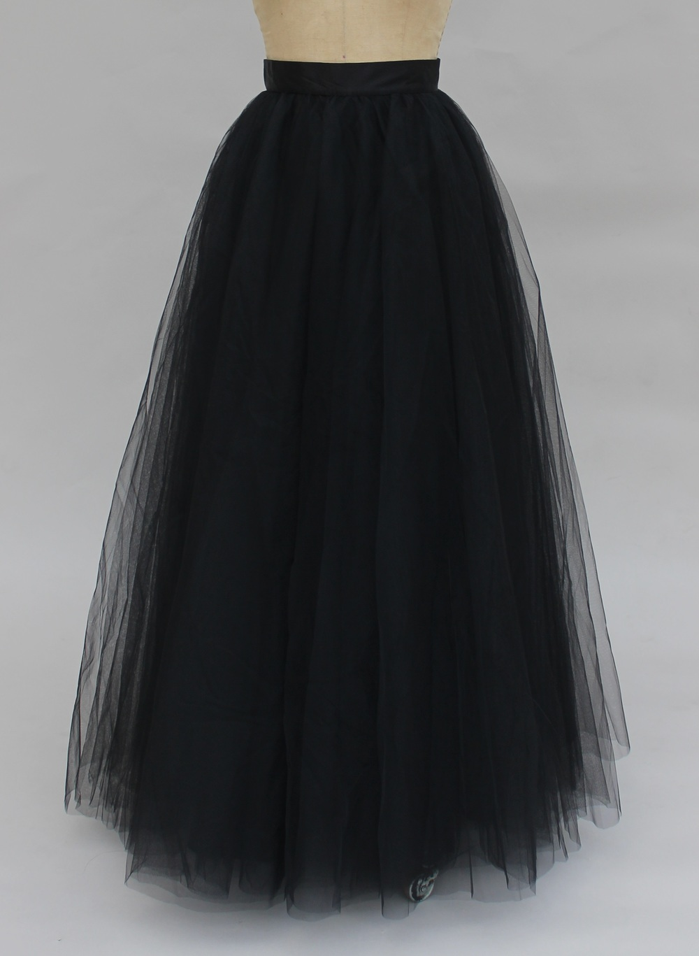 This skirt was everything I needed in a tulle skirt! It was full without being too puffy and was perfect for a photo shoot I had just recently. I am now HOOKED on tulle skirts and will probably buy other colors!