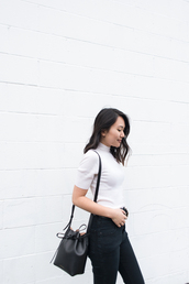 bag,blogger,blogger style,bucket bag,tumblr bag,white jumper,denim,white turtleneck top,black jeans