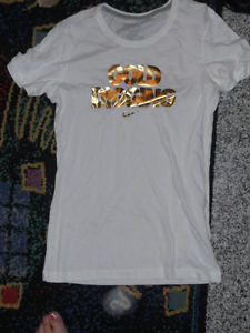 "Nike Slim Fitting Bold Gold ""Gold Digging"" Logo Slim Fit Tee Sz M New 