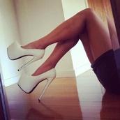 shoes,white,fashion,high heels,heels,pumps,white pumps,little black dress,mini dress,summer