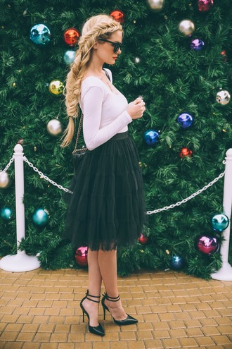 barefoot blonde blogger top sunglasses hairstyles braid tulle skirt holiday season pointed toe date outfit