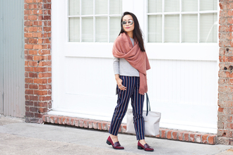 it's not her it's me blogger pants shoes sweater top scarf bag