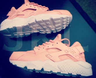 shoes nike nike shoes nike running shoes nike sneakers nike roshe run light pink nike huarches huarache nike air huaraches beige & olive huaraches pink pink shoes rosa rose shoes rose gold