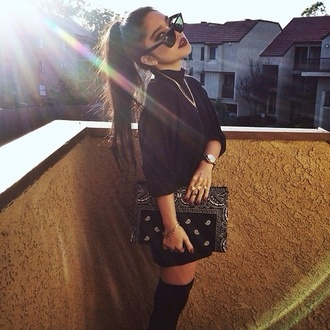 bag any color any brand same design shirt sunglasses bandana print black sunglasses black bag with studs clutch black purse ghetto white stylish oversize