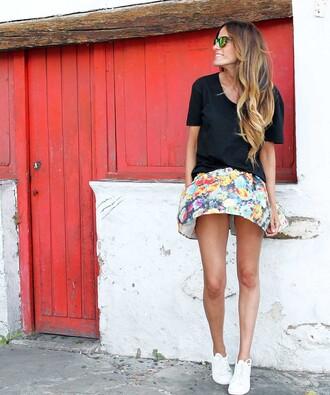 rebel attitude blogger black t-shirt floral skirt mirrored sunglasses