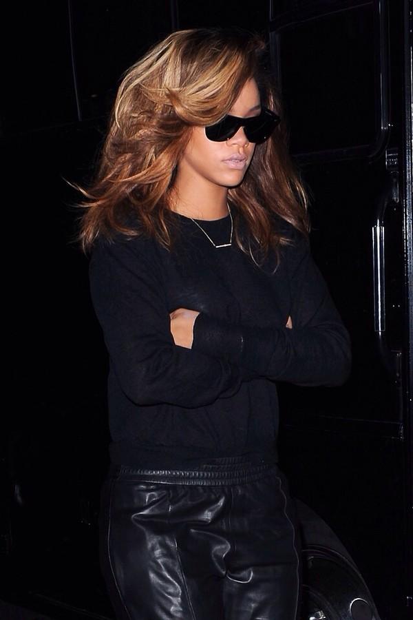 t-shirt black rihanna pants jewels