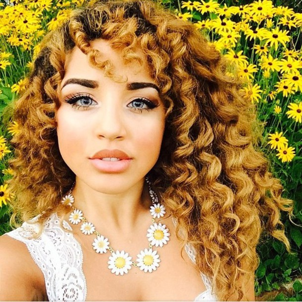 blouse short sleeve lace white jewels make-up Jadah Doll makeup jadah doll celebrity hairstyles curly hair necklace white top lace top