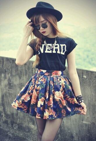 hat nerd skirt floral shirt grunge t-shirt blue white floral skirt skater skirt