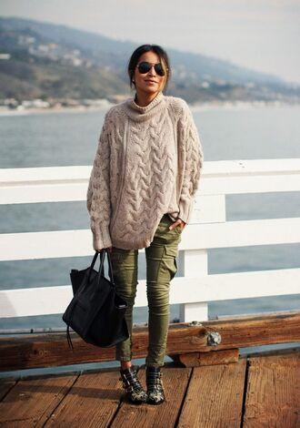 sweater pink oversized sweater khaki pants combat boots black bag blogger sunglasses