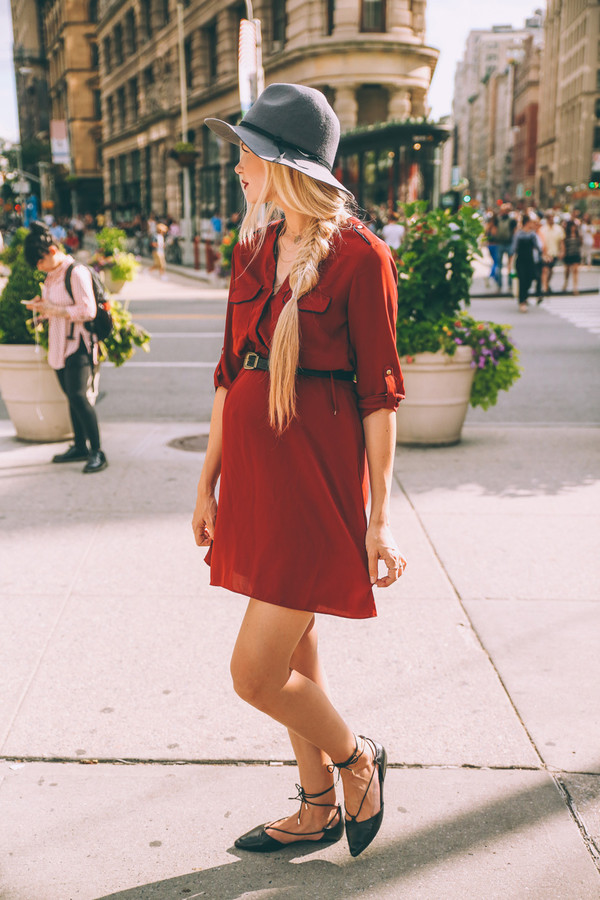 7a8b639e barefoot blonde blogger hat maternity dress fall accessories red dress  strappy flats