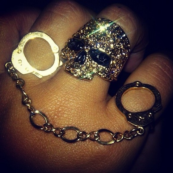 jewels accessory accessories handcuffs skull handcuff ring skull ring ring big ring two finger ring rings double ring