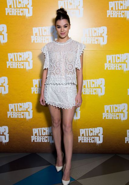 skirt top lace two-piece hailee steinfeld pumps white white top mini skirt