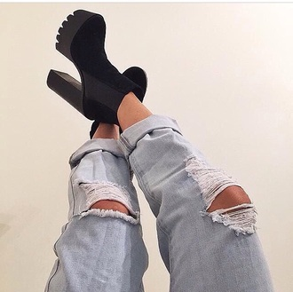 jeans shoes black shoes black swimwear blacknwhiteshirt black boots platform high heels heels nice black heels pants ripped black boots love ancle boots booties black boots heels black booties in style trendy grunge jeffrey campbell noir botines talons carr?s