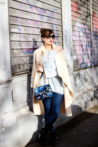 meet me in paree blogger jeans camel coat oversized sweater handbag round sunglasses