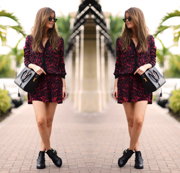 stylista blogger dress print black bag