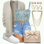 top,cardigan,shoes,bag,jewelery,crop tops,blue crop top,blue,floral,floral print top,floral top,shirt,cute,cute crop top,cute shirt,cute shirts,blue shirt,cute blue shirt,blue floral,blue floral print,floral shirt,toms,white toms,cream cardigan,cream,white,purse,bags and purses,white purse,white bag,bow,bow purse,bow bag,gold,girly,shorts,clothea,blouse,tan with a bow