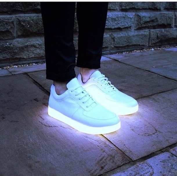 Wholesale Fashion for women and mens adult light up led shoes