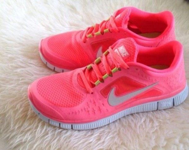 hot pink nike running shoe