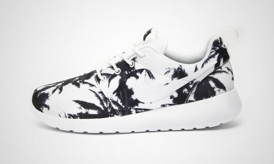Nike WMNS Rosherun (black) - 43einhalb Sneaker Store Fulda