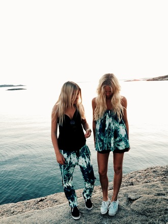 palms girl black white dress white black and whie pants shirt dress tumblr outfit tumblr outfit summer tumblr shirt green palm tree print batik batik print printed pants print ethnic print jeans top shoes