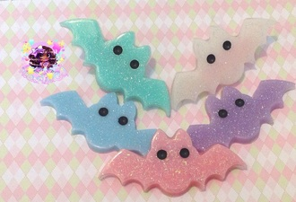 hair accessory bat hair clip spooky neonpastelgal etsy shop creepy cute creepy kawaii pastel goth pastel green pastel colorful halloween halloween accessory