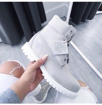 shoes grey boots timberlands cute tumblr light grey white timberlands light grey light grey timberlands